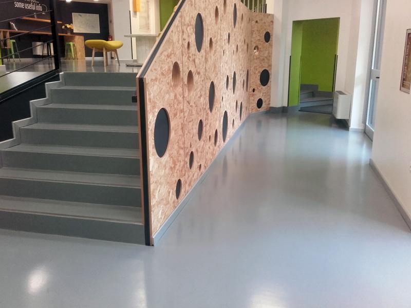 Pavimenti In Resina Epossidica Per Interni : Pavimenti e rivestimenti in resina per show room milano insidesign