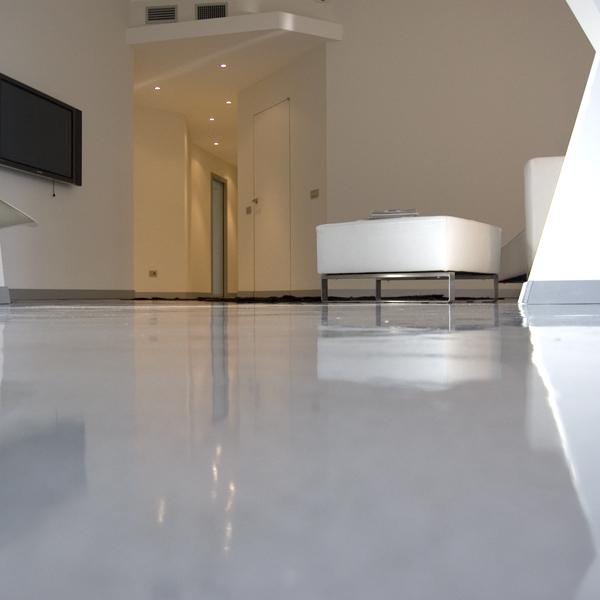 Pavimento In Resina Bianco.Pavimenti E Rivestimenti In Resina Per Abitazioni Milano