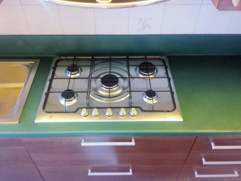 Awesome top cucina realizzato in resina colorata with top - Resina per top cucina prezzi ...