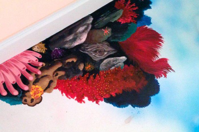Bagno in resina con laccatura a spessore decorazione ad aerografo a tema fondale tropicale