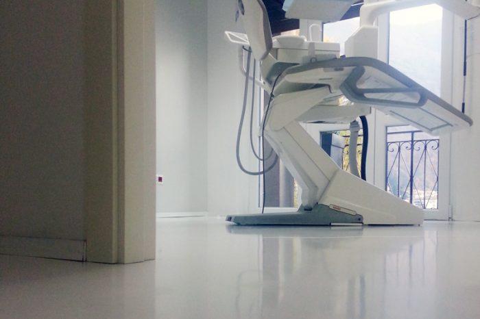 Pavimento realizzato con resina autolivellante bianca studio dentistico Domodossola